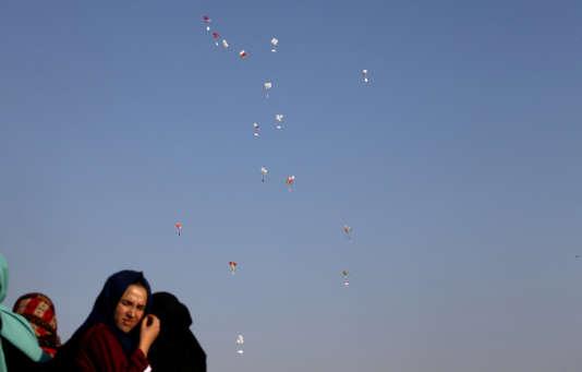 Ballons incendiaires envoyés à la frontière entre la bande de Gaza et Israël, le 6 juillet.