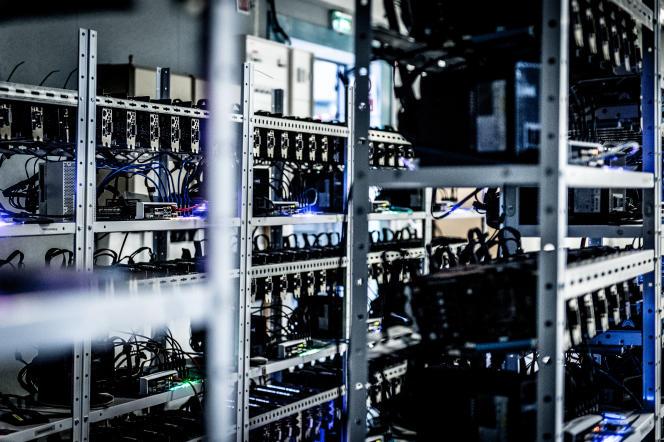 Les ordinateurs permettent de valider les transactions en bitcoin ou en ether effectuées partout dans le monde.