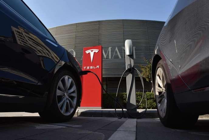 Le constructeur américain de voitures électriques Tesla, qui tente de résorber d'importants retards de production de son Model 3, a plus que doublé ses pertes au deuxième trimestre.