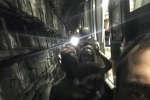 Des internautes se sont filmés lors de l'évacuation de la ligne 1 du métro parisien. Huit trains ont été bloqués. Après une longue attente, les passagers ont été évacués en descendant sur les voies.