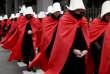 Des Argentines favorables à la légalisation de l'avortement, vêtues comme les personnages de la série« La Servante écarlate», marchent vers le Congrès, à Buenos Aires, le 15 juillet.