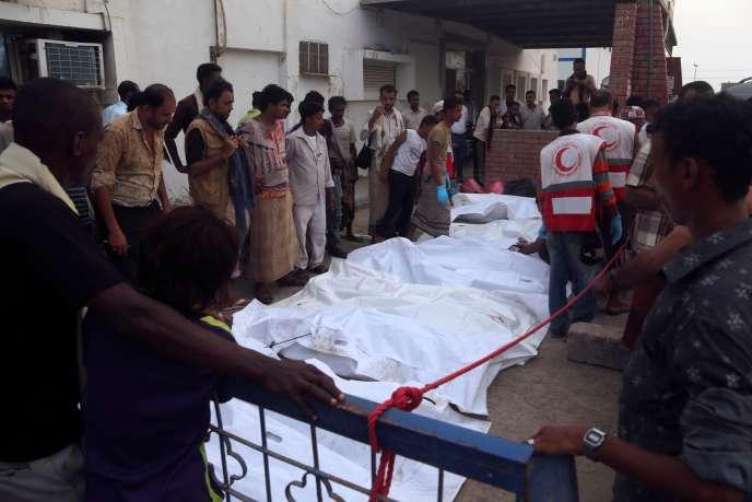 Des proches des victimes venus les identifier à la morgue.