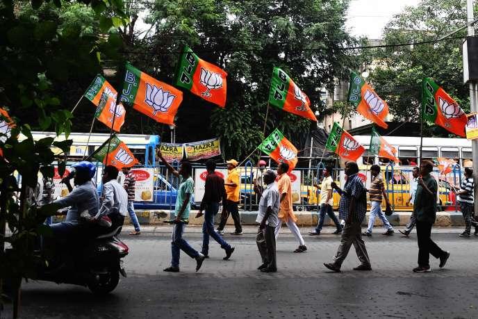 Des partisans du BJP à Kolkata, en août.