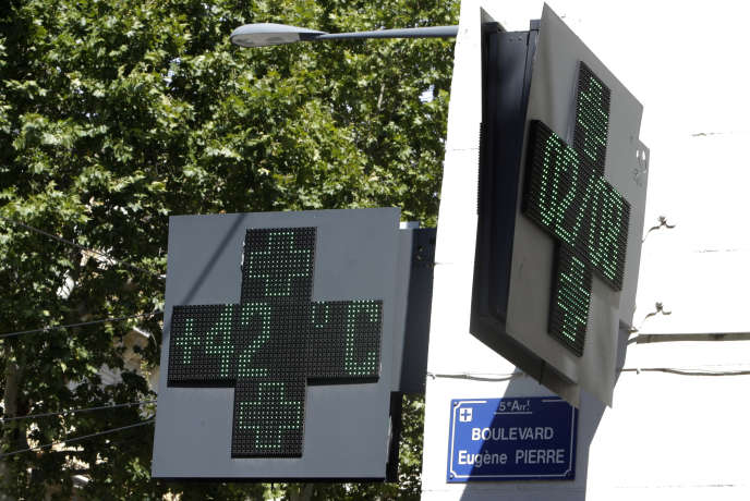 Une pharmacie de Marseille indique 42°C, le 2août.