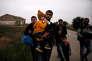 Des réfugiés syriens d'Afrin traversent l'Evros pour se réfugier en Grèce, àNea Vyssa, le 2 mai.