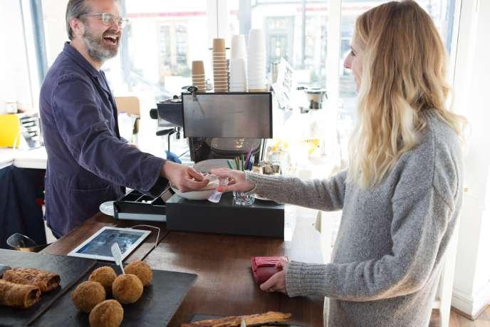 Seuls les commerçants qui sont volontaires pratiqueront le cash back, il n'y aura pas d'obligation.