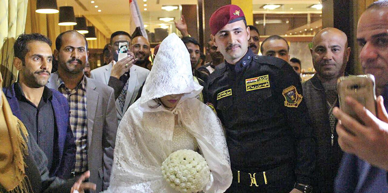Leur mariage a été célébré en grande pompe avec plus de mille invités, le 9 février 2017, dans l'hôtel de luxe Babylone, à Bagdad