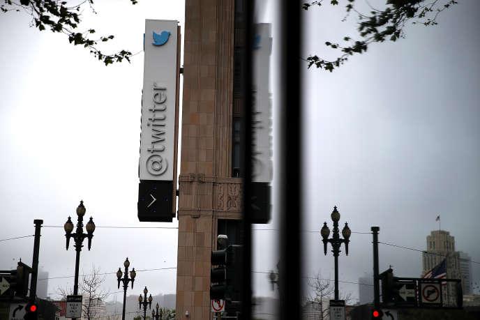 Devant le siège de Twitter, dans le centre de San Francisco (Californie), en avril 2017.