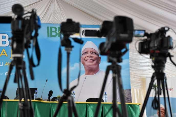 Les journalistes attendent le favori de l'élection présidentielle, Ibrahim Boubacar Keïta, à Bamako (Mali), le 30 juillet.
