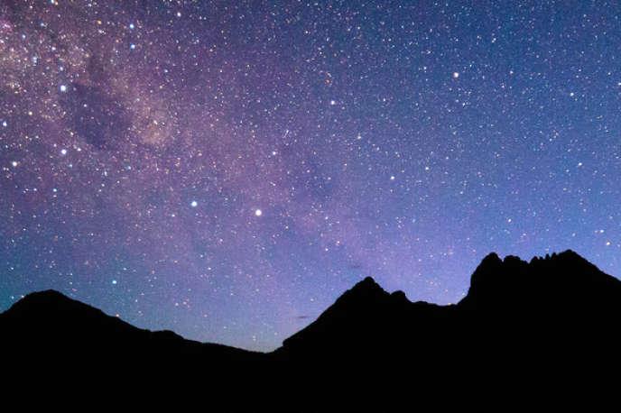 La voûte céleste derrière Cradle Mountain, photographiée…au Reflex (www.tinyurl.com/starsSCcc).