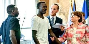 Lors de la cérémonie de remise du statut de réfugié, à Lille, le 3août, en présence de la maire Martine Aubry.