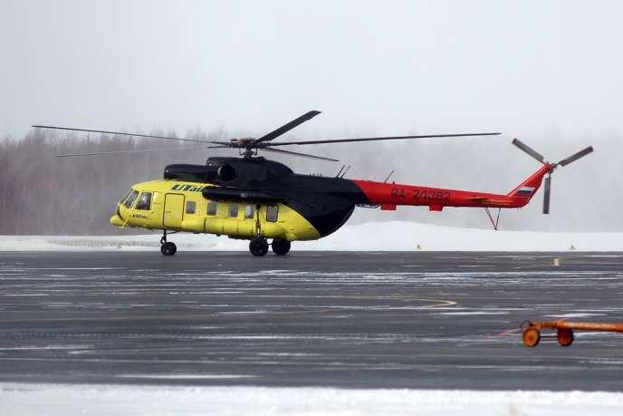 Un hélicoptère MI-8 de la compagnie UTair photographié àKhanty-Mansiïsk, dans l'ouest de la Sibérie, en2010.