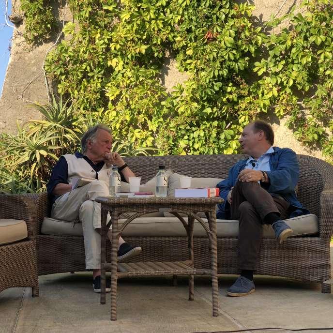 L'écrivain Régis Debray et l'historien Patrick Boucheron à Erbalunga, en Corse, fin juillet.