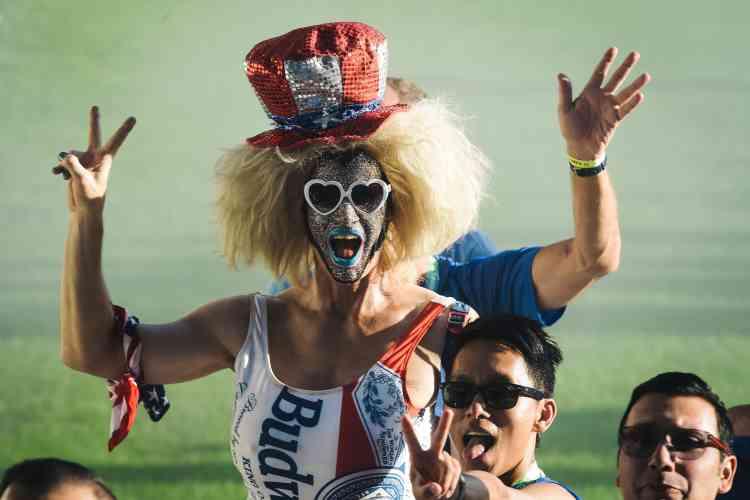 Des participants de l'équipe américaine défilent avant la cérémonie d'ouverture, au stade Jean-Bouin, à Paris le 4août 2018.