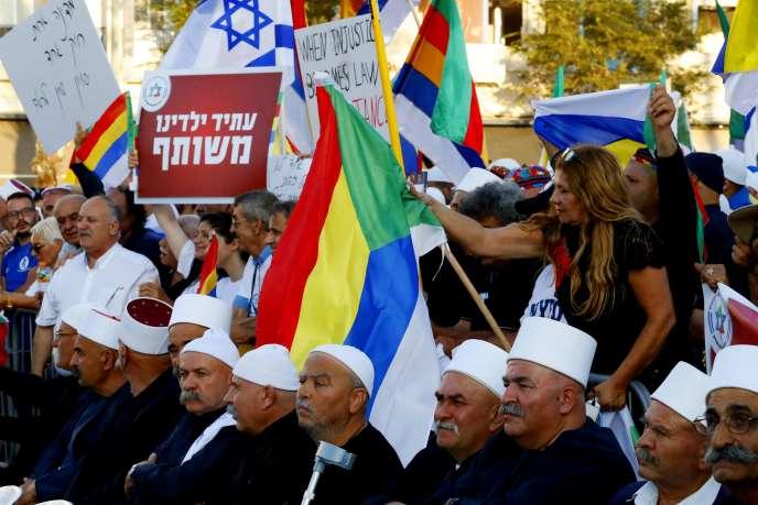 Des membres de la communauté druze israélienne rassemblés place Rabin à Tel-Aviv, le 4août.