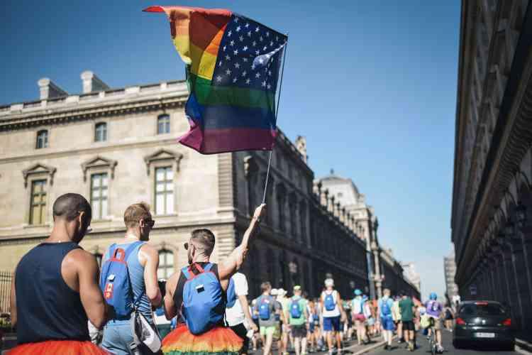 Le drapeau arc-en-ciel flotte flottait fièrement dans Paris lors de la« Rainbow run» qui ouvrait samedi matin les 10e Gay Games, et qui reliait l'hôtel de ville de Paris à la place de la concorde, dans une ambiance festive.