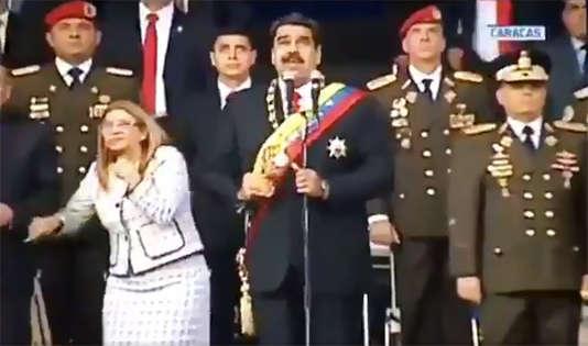 Capture télévisuelle de l'image de M. Maduro au moment où a retenti une détonation.