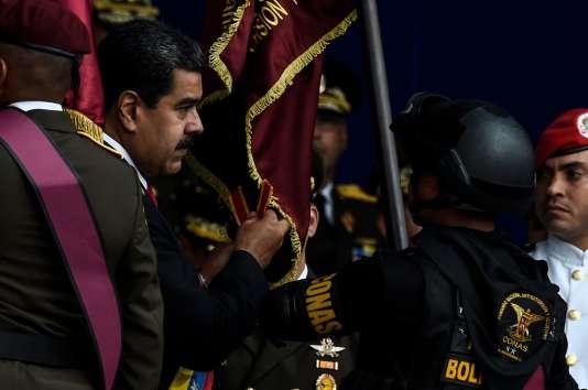 Le président vénézuélien, Nicolas Maduro, lors de la cérémonie militaire à Caracas, le 4août, au cours de laquelle il affirme avoir été la cible d'un attentat.