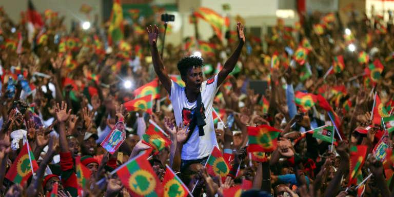 Des partisans de Jawar Mohammed célèbrent son retour en Ethiopie, à Addis-Abeba, le 5août 2018.