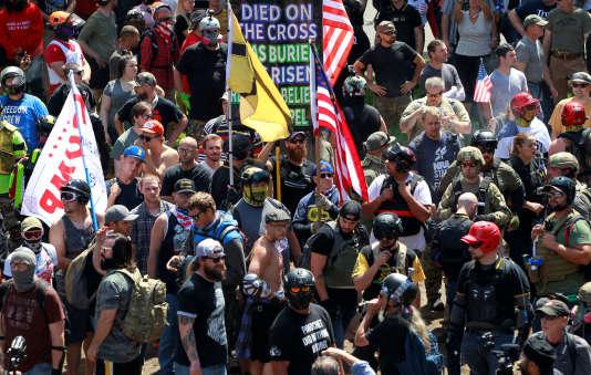 Des sympathisants du groupe d'extrême droite Patriot Prayer, à Portland (Oregon), le 4 août.