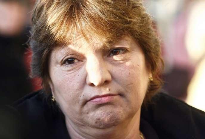 Marie Humbert arrive au palais de justice de Périgueux avant l'ouverture du procès du docteur Laurence Tramois et de l'infirmière Chantal Chanel, accusées d'avoir, en août2003, aidé à mourir une patiente de 65ans, atteinte d'un cancer incurable, le 12mars 2007.
