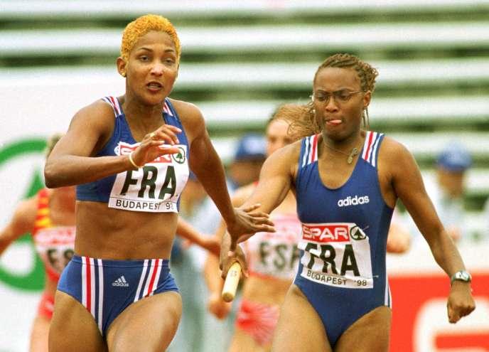 Christine Arron (à gauche, avec Sylviane Félix), lors de la finale remportée du 4×100m, trois jours après sa victoire (et son record d'Europe), en 1998.
