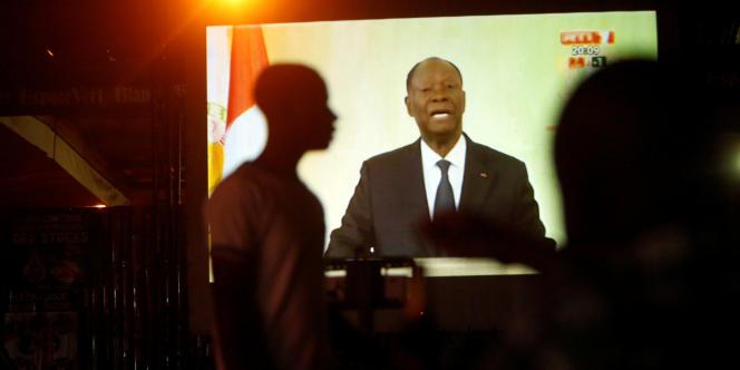 Retransmission télévisée du discours du président ivoirien Alassane Ouattara, à Abidjan, le 6août 2018.