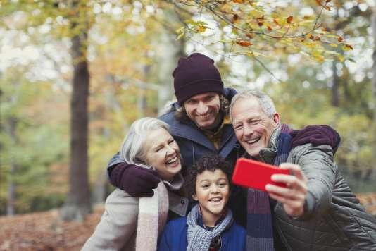 A partir de 45ans, les ménages commencent à donner davantage, et le montant des aides atteint son pic entre 50 et 54ans.