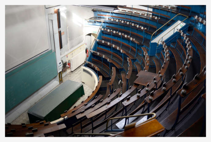 A l'amphithéâtre de l'Institut médico-légal de Paris.