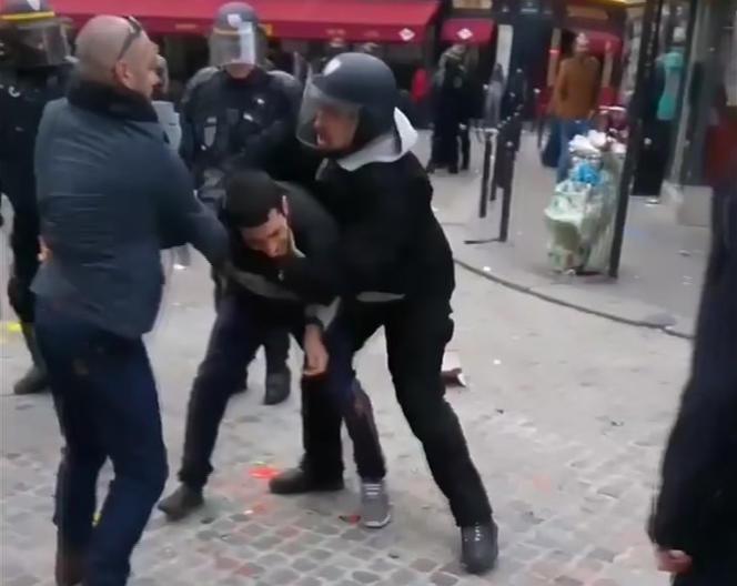 Images vidéo d'Alexandre Benalla en action (à droite), place de la Contrescarpe, le 1er mai 2018, à Paris.
