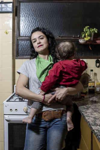 Laura, 30 ans, enseignante à l'université et doctorante.«En tant que mère, je ne comprends pas comment certaines femmes se voient obligées d'être mère, à avoir des enfants sans réellement les désirer. Cela me fend le cœur pour ces femmes, pour ces enfants aussi. La maternité ne doit pas être une obligation. C'est pour ça que je lutte pour le droit de toutes à décider.»