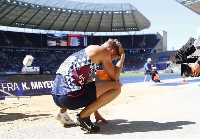 Kevin Mayer après son troisième essai manqué au saut en longueur, mardi à Berlin.