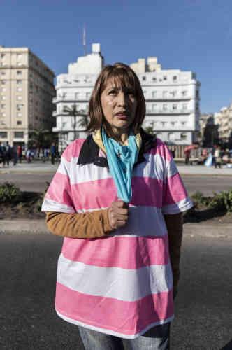 Claudia, 47ans, pasteure de l'Eglise DiosViviente. «En tant qu'enfantsde Dieu, nous savons que la vie est divine, et nous devons être prêts à lutter pour elle. C'est pour ça qu'aujourd'hui nous sommes venus à ce rassemblement pour la vie. Argentins mais aussi Boliviens, nous sommes ici de toutes les nations pour dire oui à la vie.»