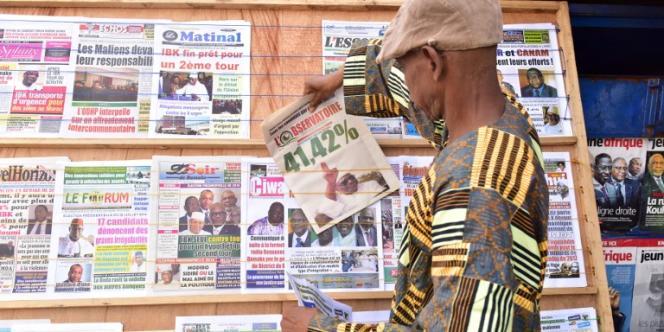 Etal de journaux à Bamako, au Mali, le 3août 2018, après l'annonce des résultats provisoires du premier tour de l'élection présidentielle.