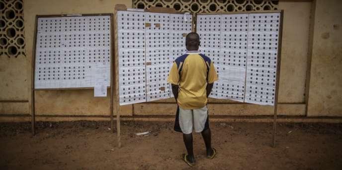 Un bureau de vote à Libreville, le 27août 2016, lors de l'élection présidentielle au Gabon.