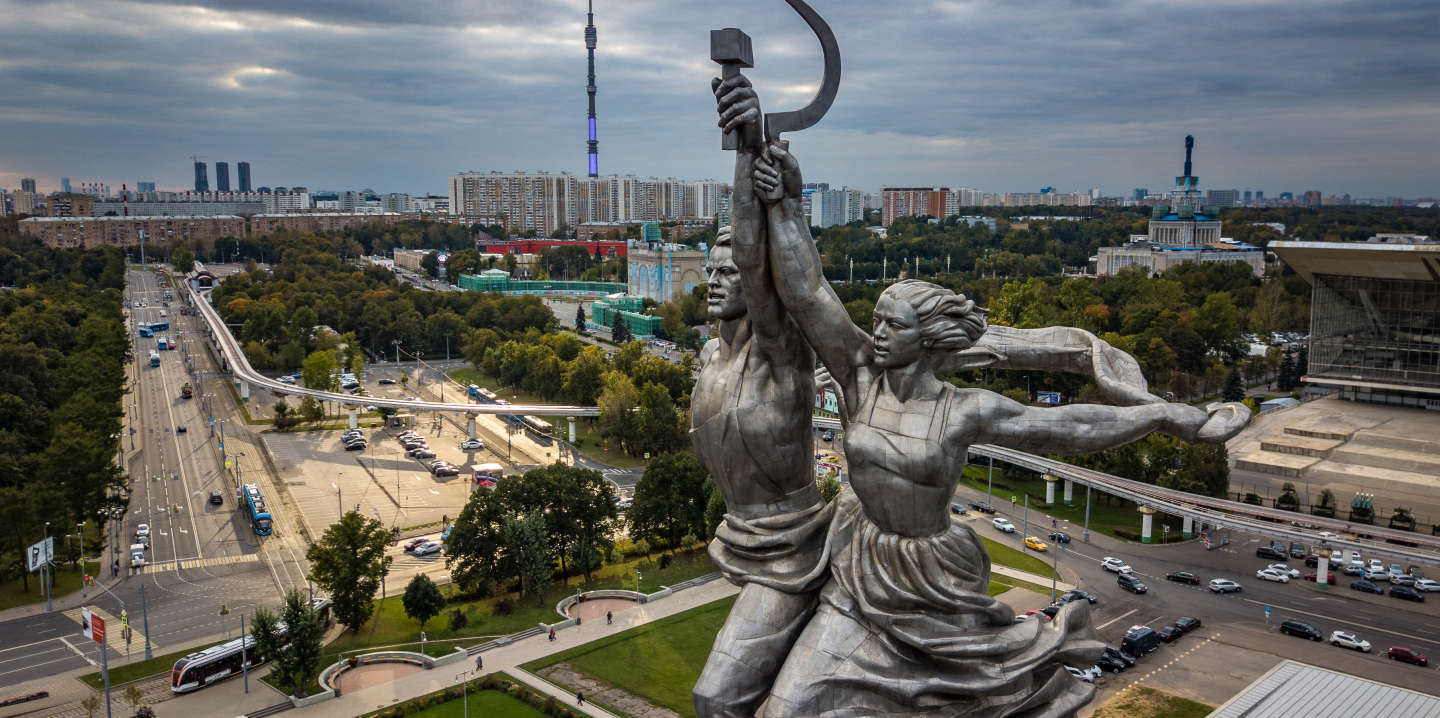 This photo taken with a drone on September 27, 2017 in Moscow shows the famous Soviet sculpture