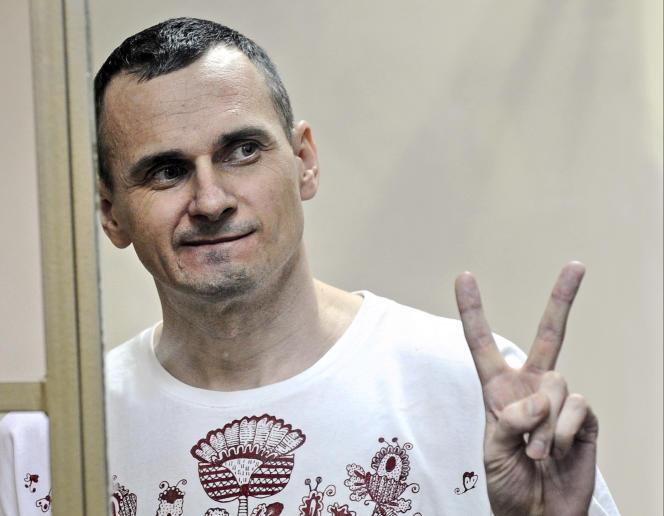 Père de deux enfants,Oleg Sentsov arrêté chez lui en mai2014, a été condamné en août 2015 à 20ans de prison pour «terrorisme» et «trafic d'armes», à l'issue d'un procès qualifié de «stalinien ».