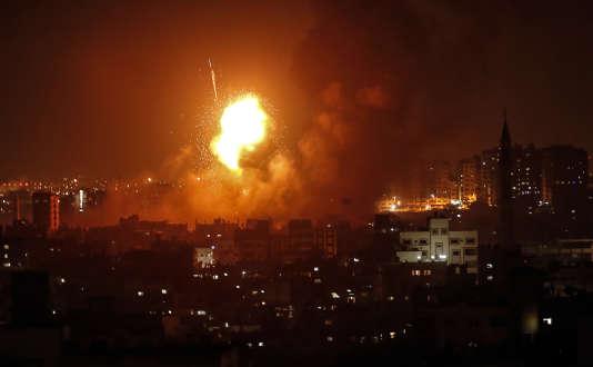 Explosion au cours d'un raid aérien de l'armée israélienne sur Gaza City, dans la nuit du 8 au 9août.