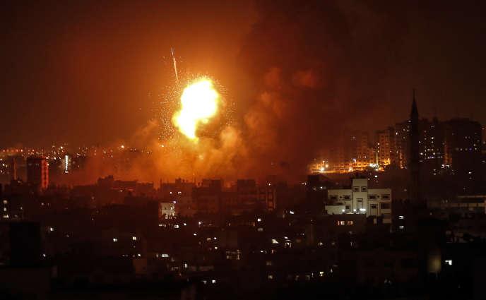 Explosion au cours d'un raid aérien de l'armée israélienne sur Gaza, dans la nuit du 8 au 9août.