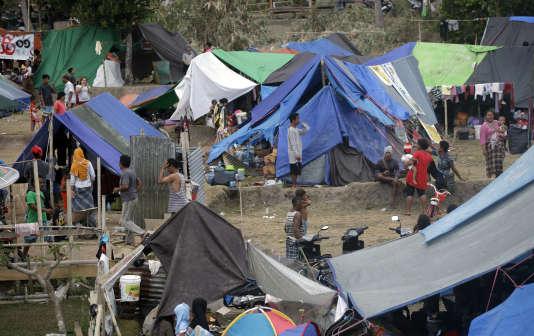 Un campement improvisé dans le nord de l'île de Lombok, le 8août, après le séisme meurtrier qui a touché la région.