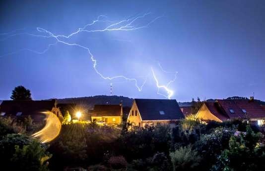 Un orage, le 7 août, à Godewaersvelde, dans le nord de la France.