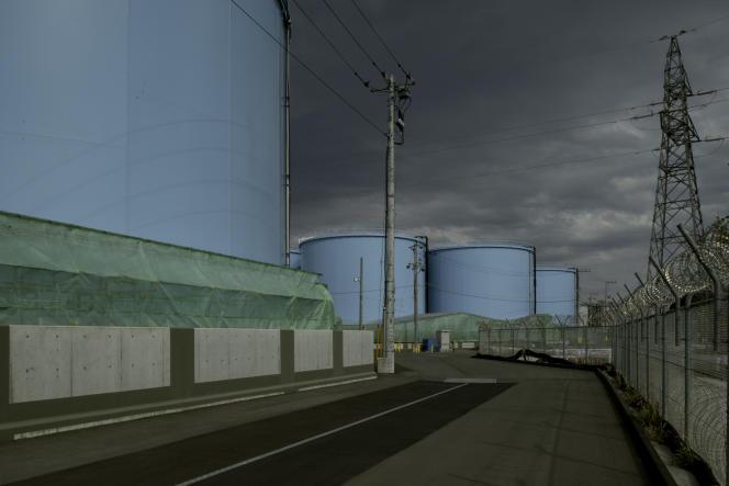 Dans la centrale de Fukushima, en avril. Plus d'un million de mètres cubes d'eau contaminée est stocké dans un millier de citernes géantes.