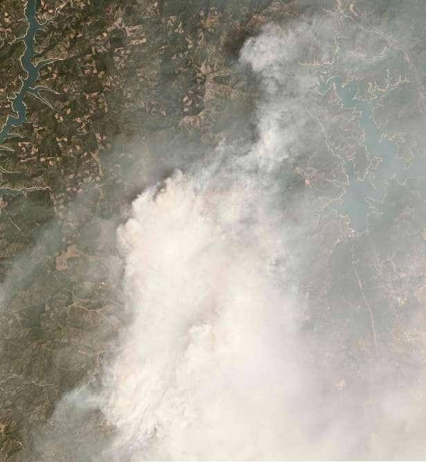 L'incendie de Carr pris par satellite le 28 juillet.