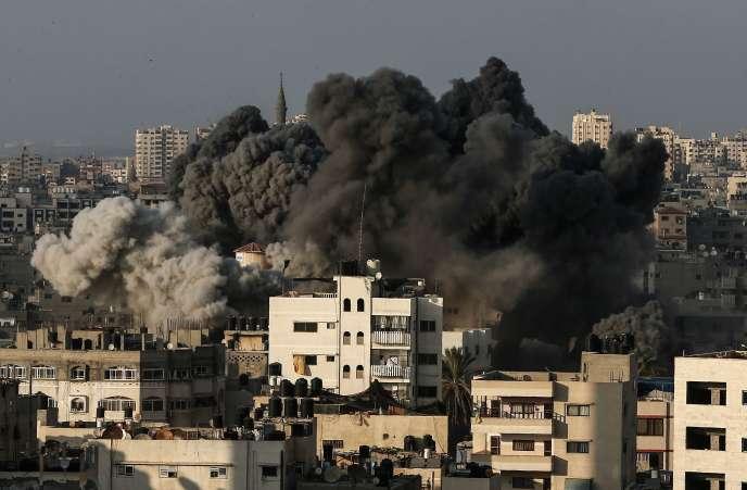 Le centre-ville de Gaza a été secoué par une forte explosion dégageant une épaisse fumée noire, jeudi 9 août.