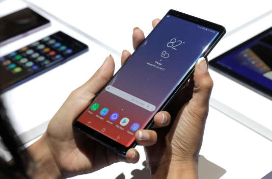 Le nouveau smartphone de Samsung nécessite l'usage de ses deux mains.