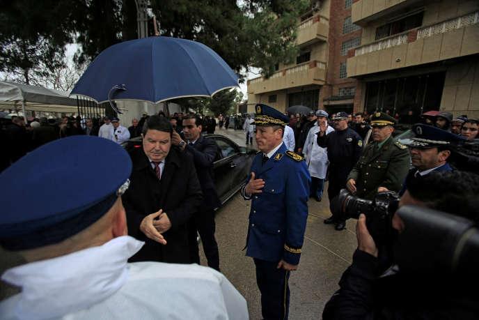 Le général-major Abdelghani Hamel, alors directeur général de la sûreté nationale, à Alger en mars 2016. Sonrenvoi, le 26 juin 2018, a marqué le début de la série de limogeages dans la haute hiérarchie militaire.