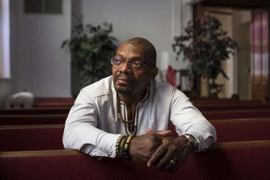 Le diacre et militant afro-américain Don Gathers dans l'église baptiste de Charlottesville, le 7 août.