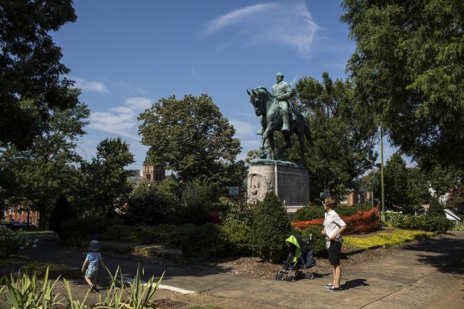 La statue du général sudiste Robert Edward Lee dans Emancipation Park,à Charlottesville (Virginie), le 7 août.