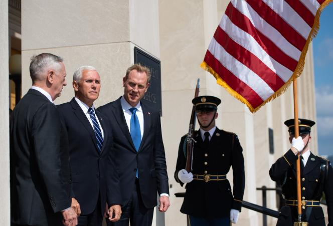 Jim Mattis, Mike Pence et Patrick Shanahan, à Washington, le 9 août.