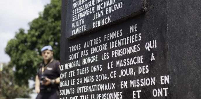 Monument en hommage aux victimes du massacre du 24mars 2014 à Boali, en Centrafrique.